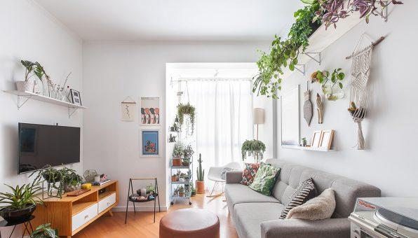 01-decoracao-apartamento-sala-muitas-plantas-cores